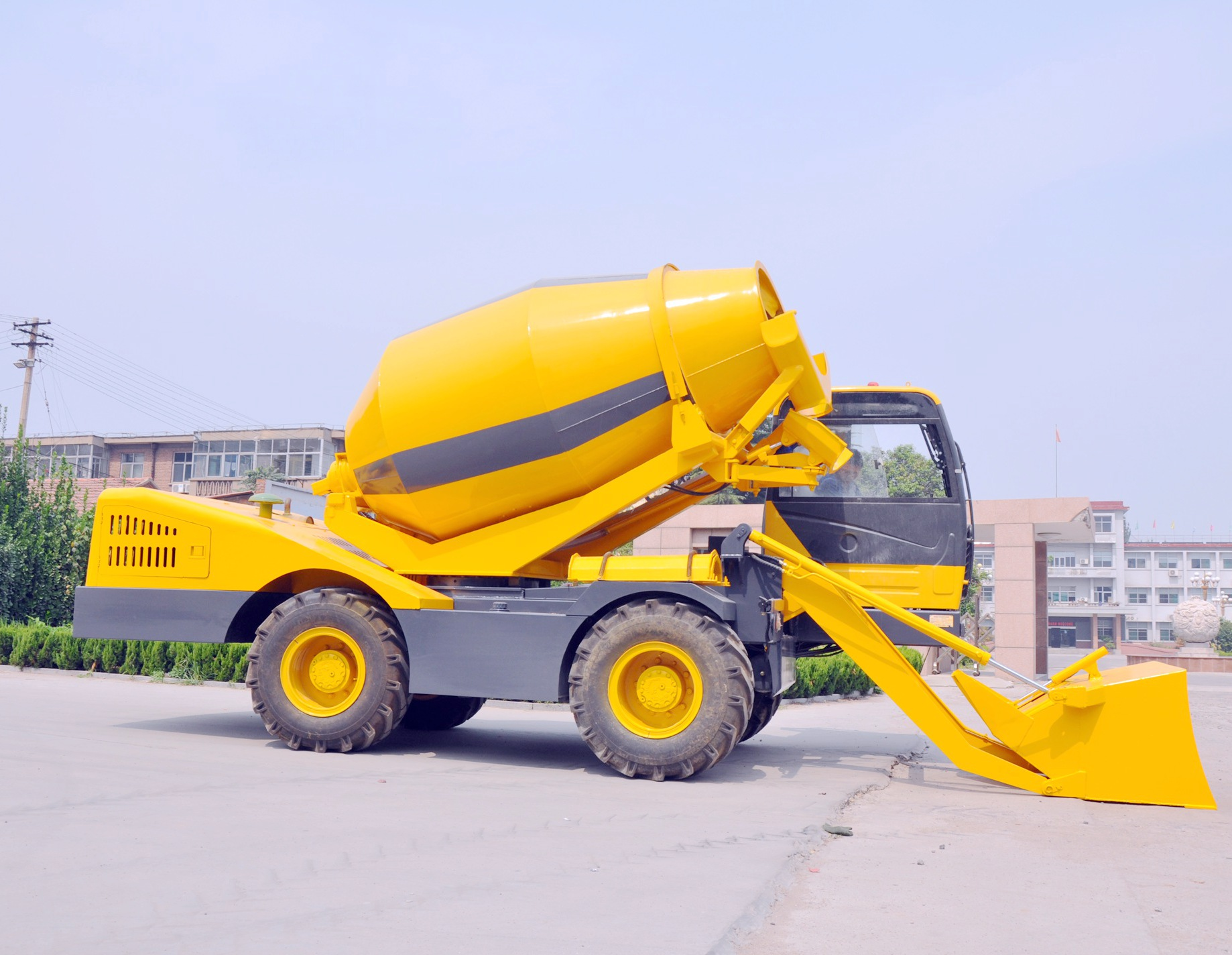 self loading cocrete mixer