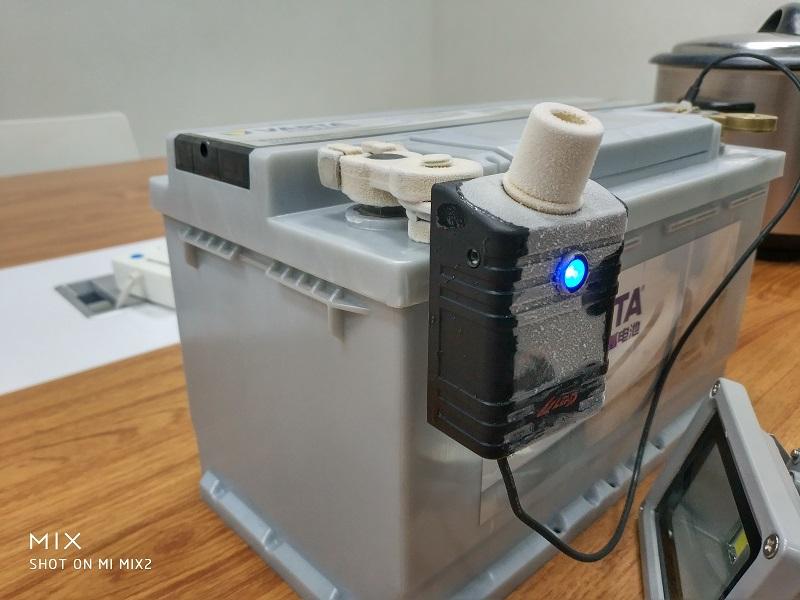 12V battery controller